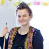 Ida Mellström, leg. psykolog på Hagsätraskolan och Ormkärrskolan i Stockholm, spelar gärna biljard tillsammans med eleverna när hon får tid. Foto: Gonzalo Irigoyen