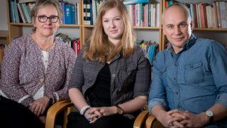 Sophie Lindberg, psykolog och verksamhetschef, Frida Langvad, psykolog och samordnare och Tomas Tegethoff, psykolog hos Tiohundra. Foto: Conny Holm