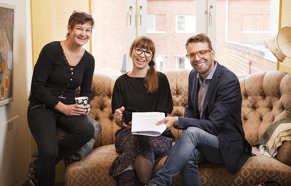 Susann Winst, Maja Hansson och Martin Glosax på psykiatrin i Region Kronoberg. Foto: Martina Wärenfeldt