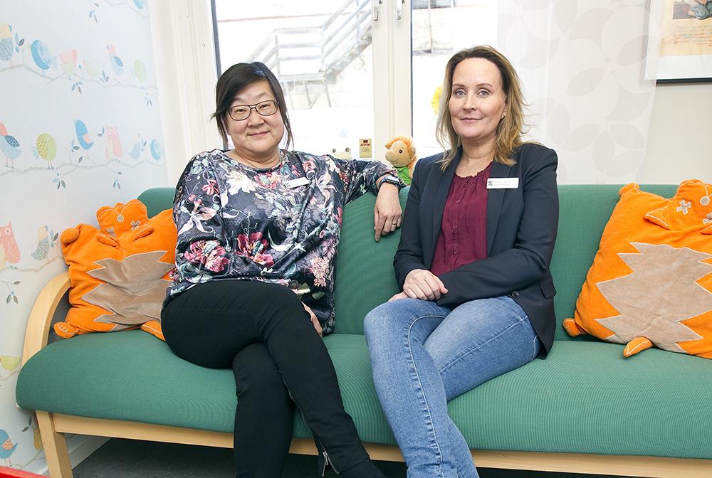 Carola Jakobsson och Jennifer Wellin, psykologer inom Barn- och familjehälsan i Region Gävleborg. Foto: Pernilla Wahlman