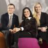 Niklas Laninge, ansvarig för Beteendestrategi inom affärsområdet Organisationsnära psykologi, Katia Sanchez, psykolog inom affärsområdet Hälso- och sjukvård och Emilia Hellberg, teamsamordnare inom affärs-område Hållbart arbetsliv hos PBM. Foto: Johan Marklund