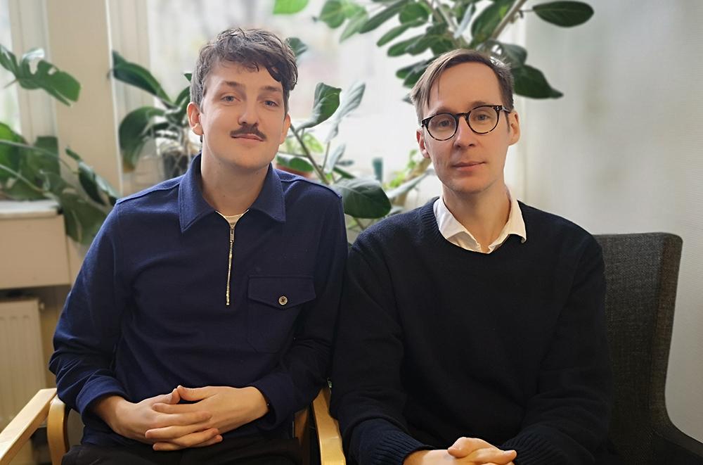 Psykologerna Isak Erling och Carl Anton Waltersson har vunnit pris för sin existentiella samtalsgrupp för äldre. Foto: Anton Valtersson